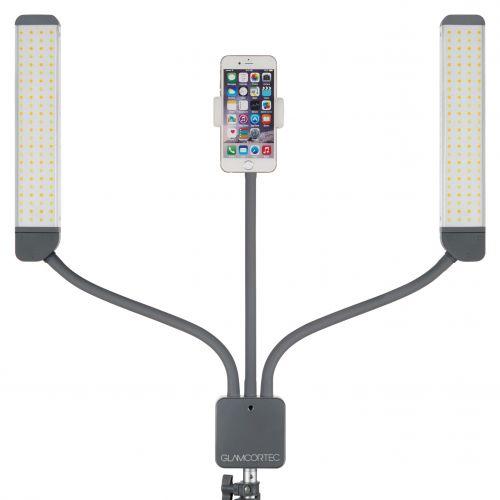 Multimedie Extreme LED-lampa har en praktisk tillbehörsarm. Haka på en spegel, smartphone eller padda. Fjärrkontroll som styr ljusintensitet, färgtemperatur och kameraavtryck.